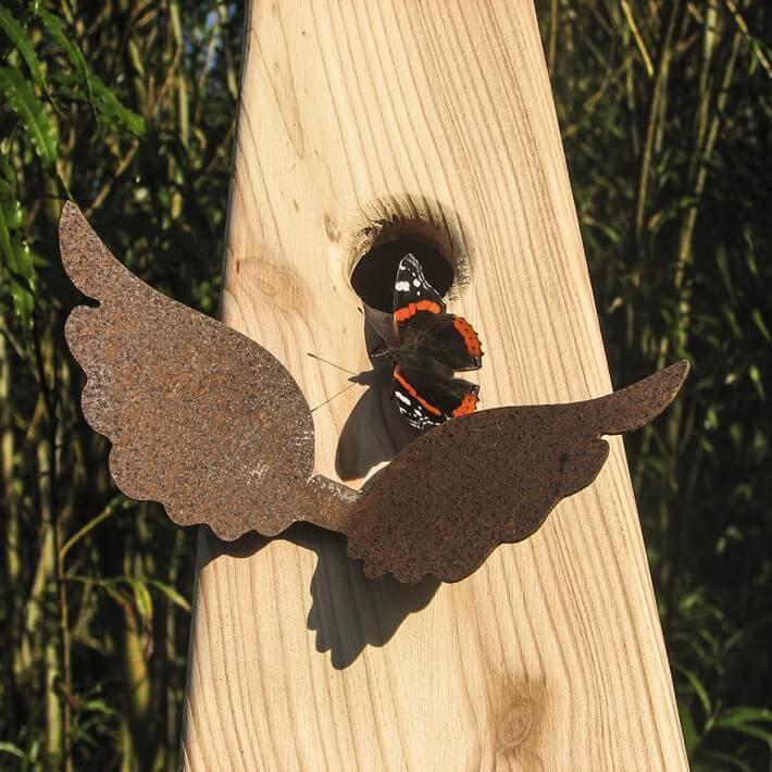Mit Flügelchen - fliegt selber gerne und ist nicht nur bei Vögeln beliebt