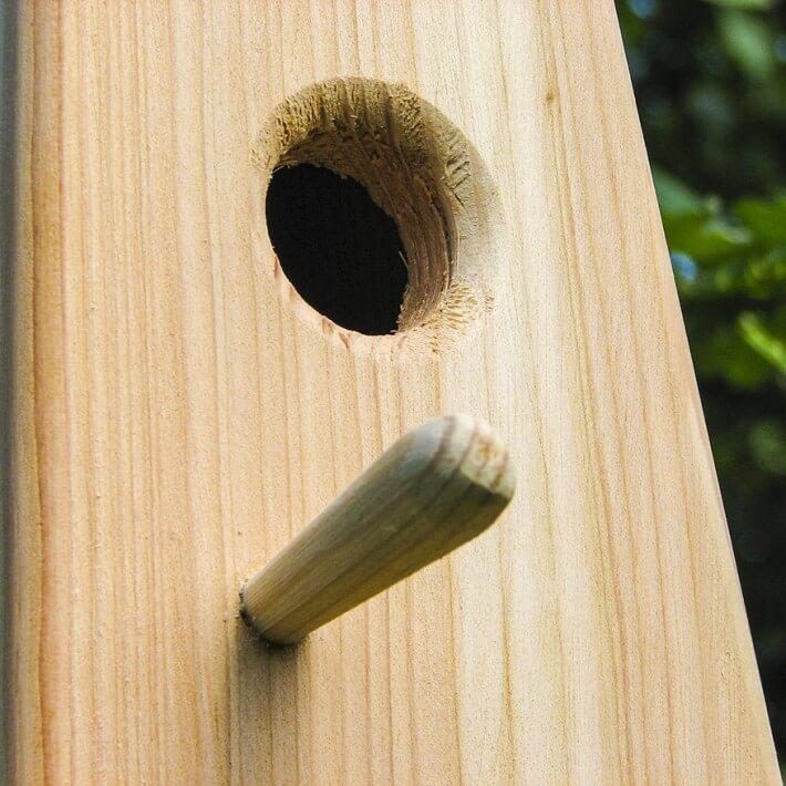Mit freundlicher Holznase als Vogelsitz