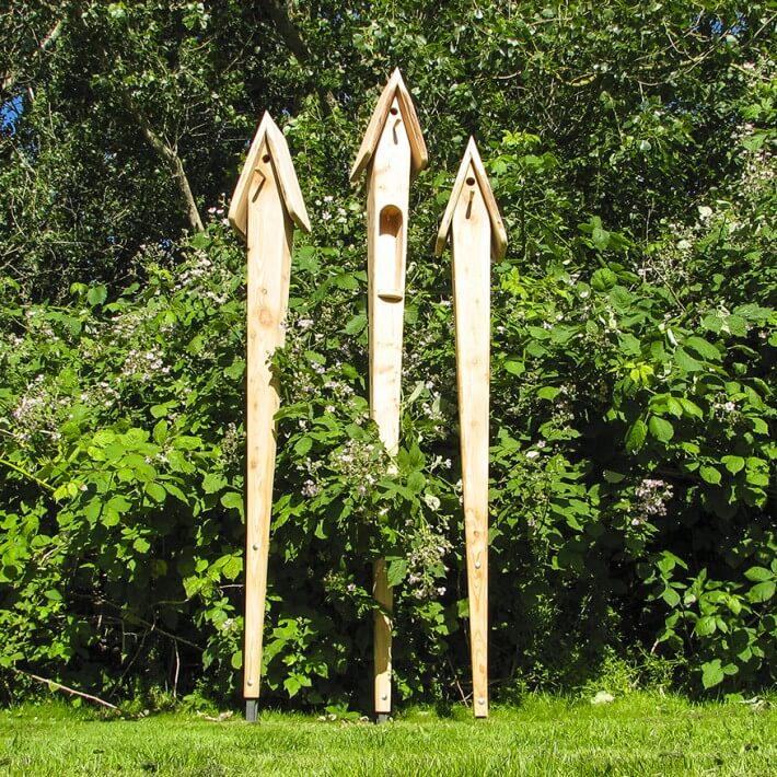 Gartenskulptur und Nistkasten für den anspruchsvollen Garten