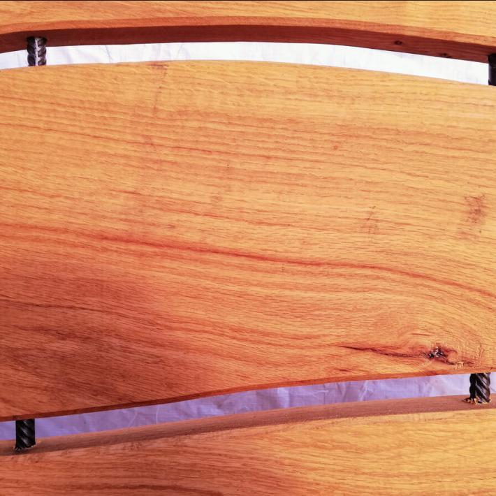 Schwungvoll parallelisierte Rückenlehne und Sitzfläche