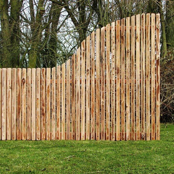 Verschiedene Zaunhöhen schwungvoll verbinden