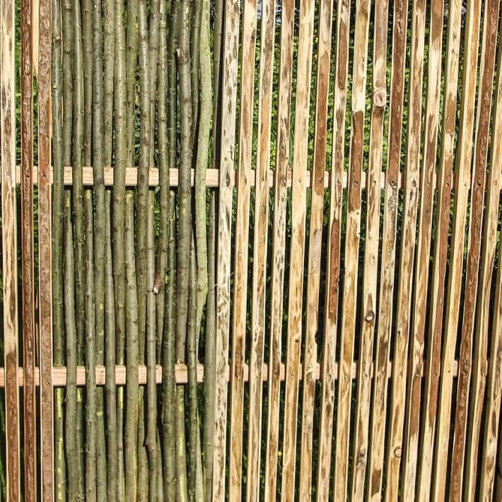 Weidenzaun kombiniert mit Lärchenholz